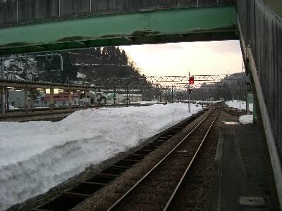 小出駅の雪